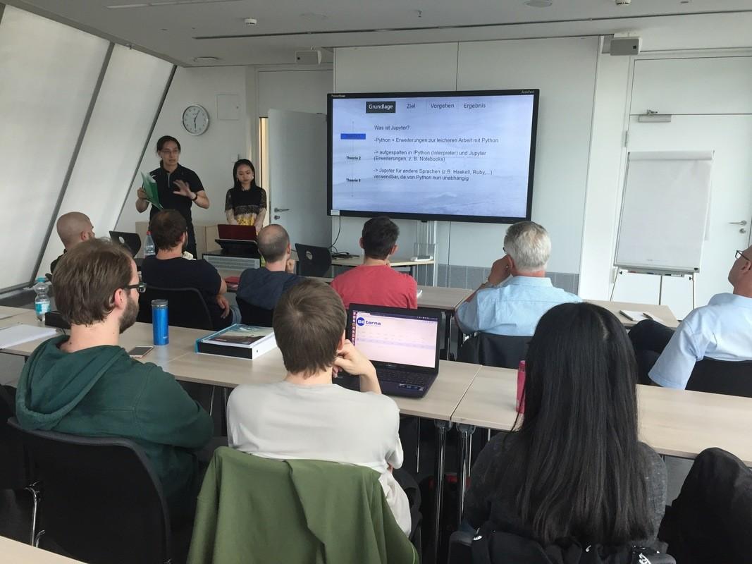 Studenten stellen ihre Ergebisse aus der Zusammenarbeit mit der OR Soft Jänicke GmbH vor. (Quelle: Empfehlungsbund)
