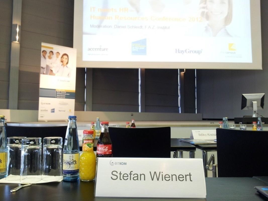 Stefan Wienert von der pludoni GmbH auf der Konferenz